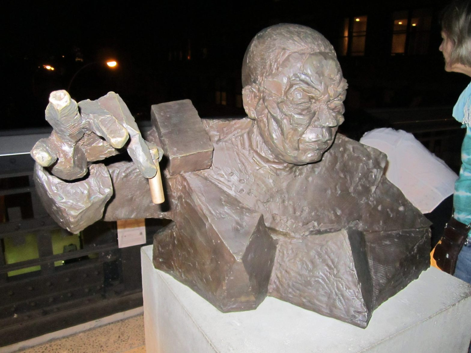 Sculpture of Powell and his UN Assembly speech about Iraq, by sculptor Goshka Macuga.